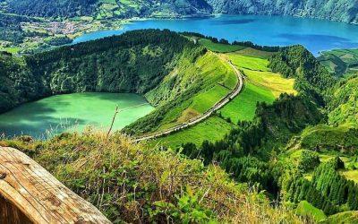 azores hike blue and green lake sete cidades
